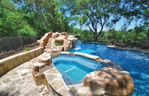 accent-boulders-on-inground-pool-290