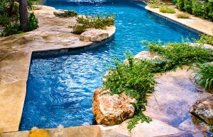 accent-boulders-on-inground-pool-320