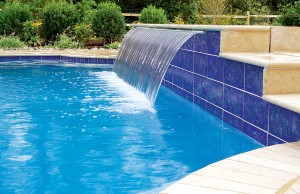 Large cascade waterfall pool feature
