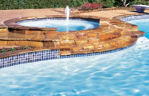 Gunite spa with laminar jet and rock steps