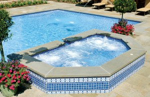 Gunite spa with laminar jets