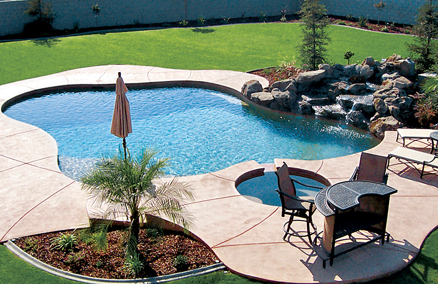 Free form pools blue haven custom swimming pool and spa for Pool and spa contractors