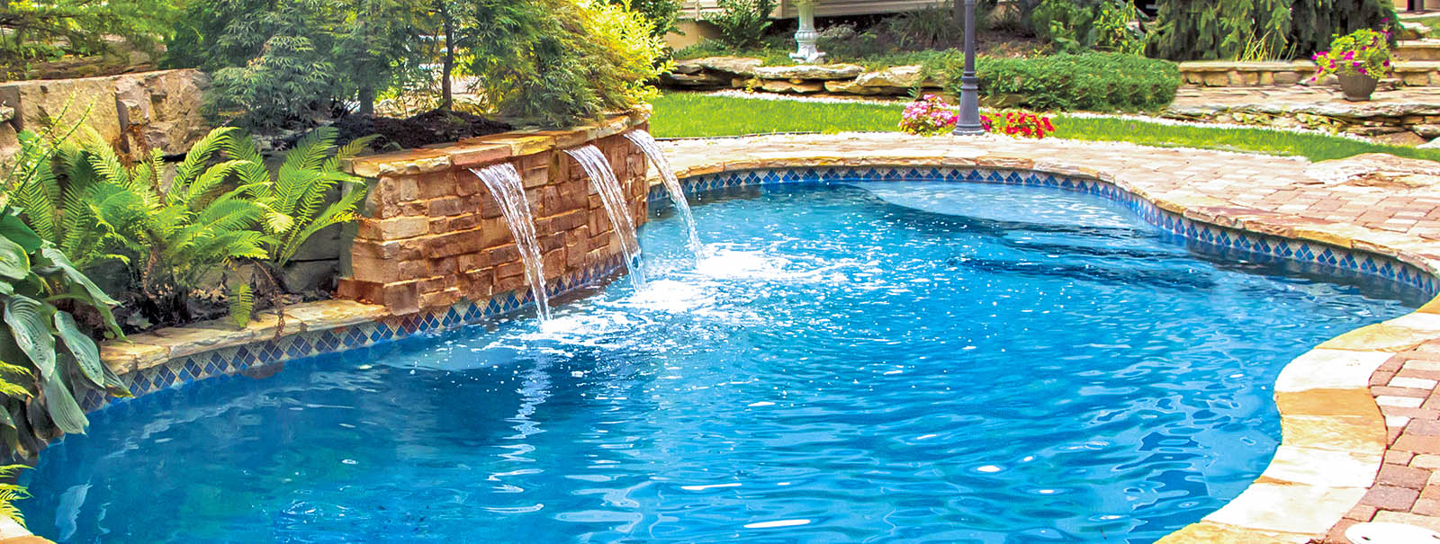 St. Louis Custom Swimming Pool Builders│Blue Haven Pools