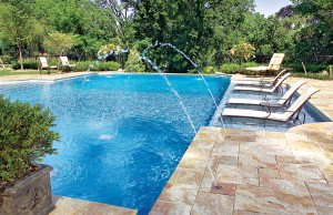 Swimming pool with tanning ledge and laminar jets